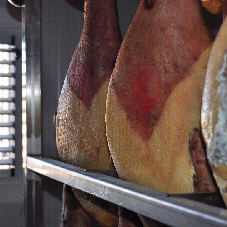Secadero de Jamones El Veleta (Foto 2)